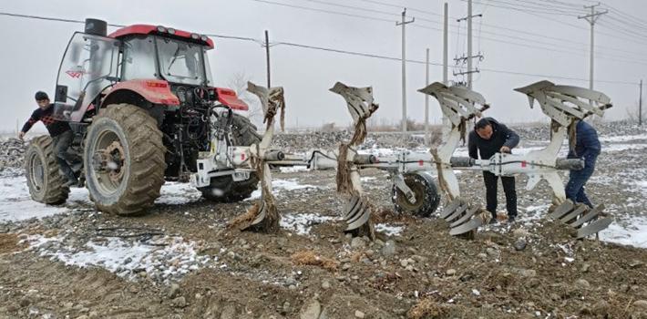 猛禽460液壓過載保護翻轉犁——新疆戈壁石頭地的救星